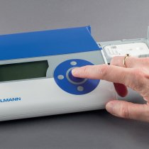 Quantum Blue® Compact bench top reader for rapid, quantitative determination of calprotectin levels (and CRP) with lateral flow assay. Ideal POC test